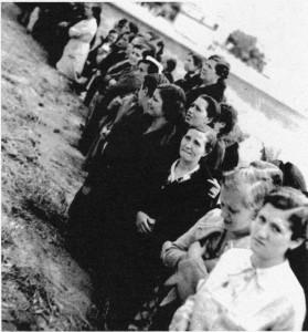 Procesión Corpus, cárcel Ventas, 1939, muchas mujeres lloran, Trabajos Forzados libro Memoriaren Bideak