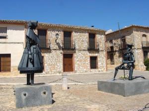 En el Toboso, monumento a Dulcinea y Don Quijote