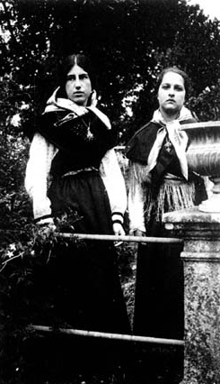 Matilde (izquierda) con Julia Cossío en San Victorio (A Coruña)