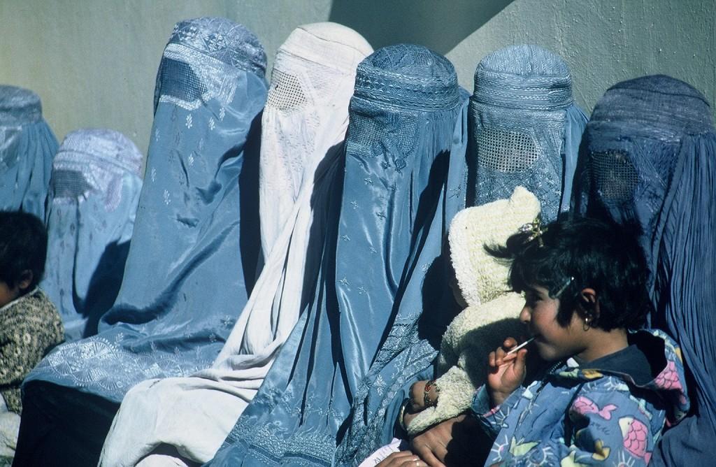 Group_of_Women_Wearing_Burkas